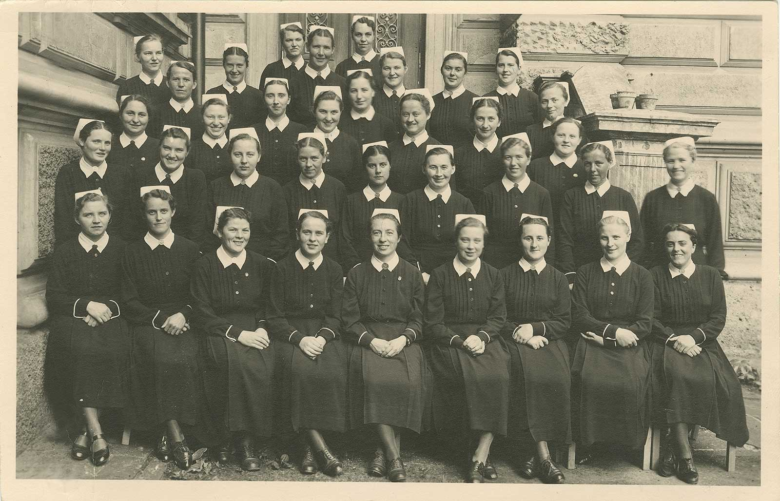 Schülerinnen des ersten Kurses der staatlichen NS Schwesternschule 1939
